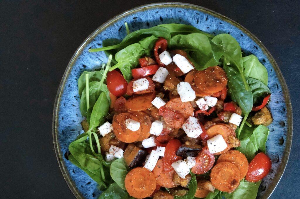 vegan feta, spinaziesalade, gebakken groenten, vegan feta, recept, jeanine leenheer