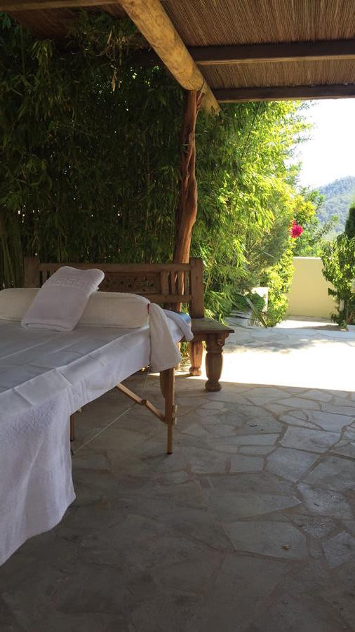 Detox & Reload Holidays ibiza, massage