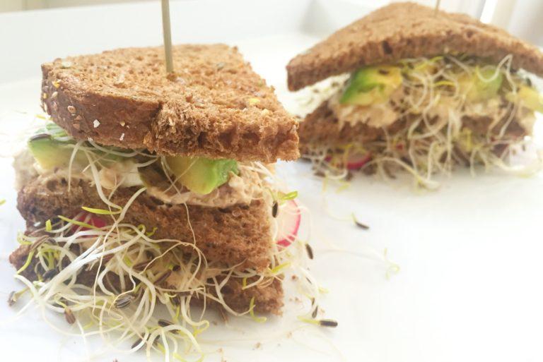 club sandwich met makreelsalade
