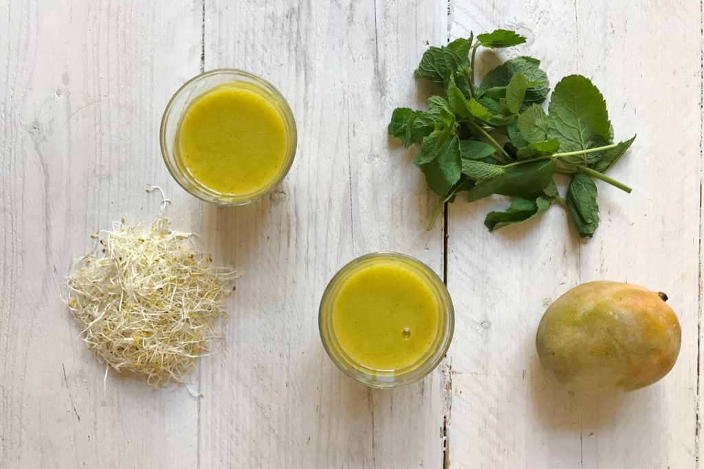 mango alfalfa kokos smoothie