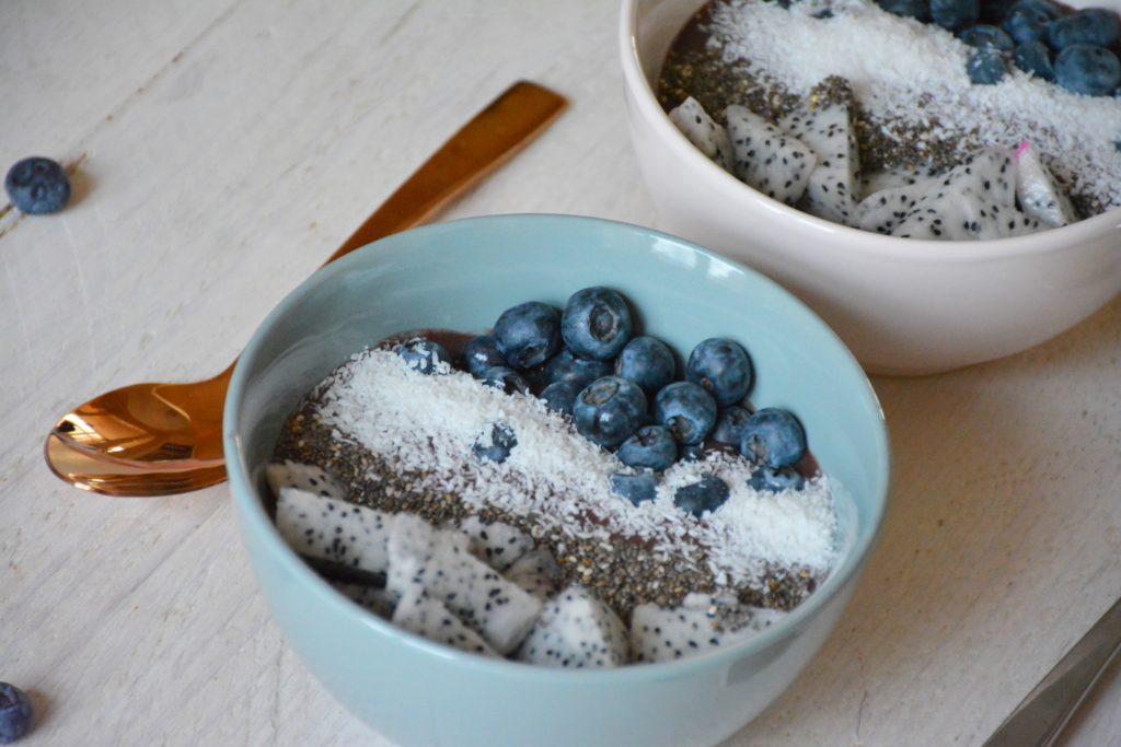 acai bowl, dragon fruit, blauwe bessen