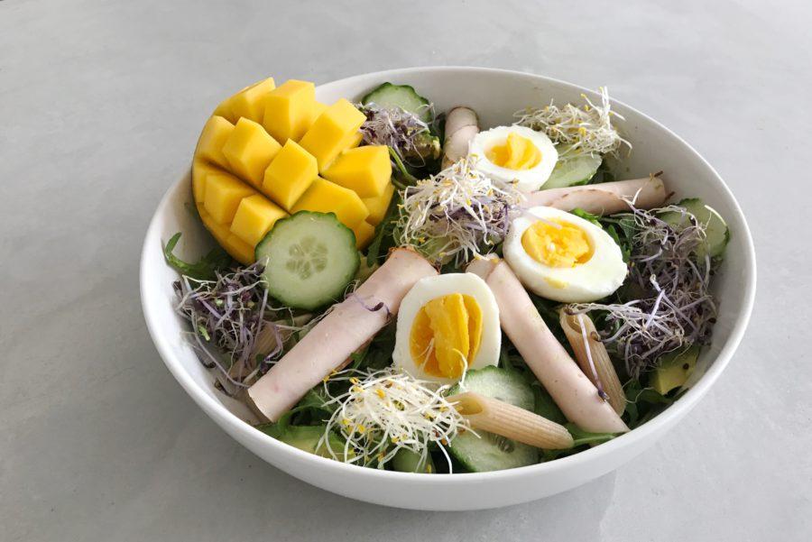 pastasalade met mango, ei en kiemen