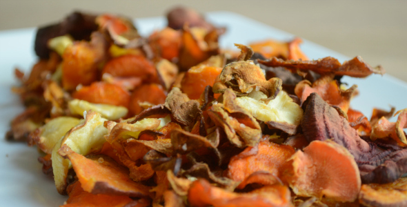 Groentechips recept van pastinaak, wortel, zoete aardappel en rode biet