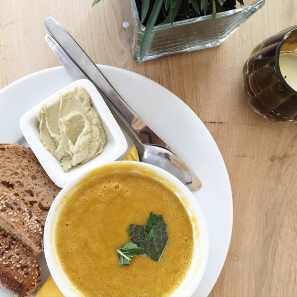 soep, lunch, linzensoep, de nieuwe yoga school