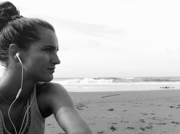 Geluksmomentje op het strand in Canggu tijdens één van mijn morning runs. Ik ga er gewoon even voor zitten, zó aan het genieten ben ik ;-)