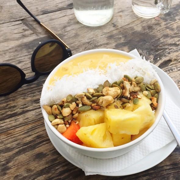 mangolicious, smoothie bowl, crate bali canggu