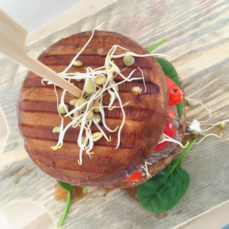 gegrilde gezonde portobello burger