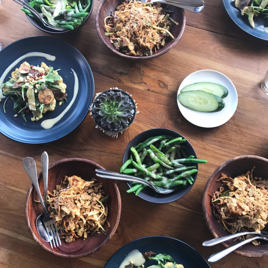 the lawn vegetarische lunch, bali, canggu