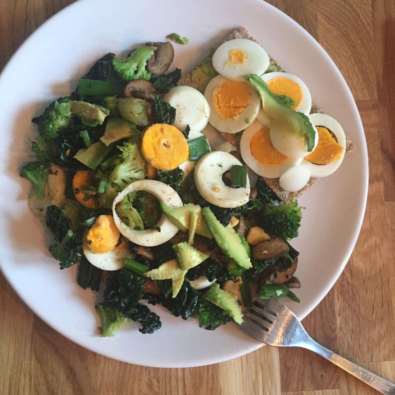 gewokte groenten en 2 gekookte eieren