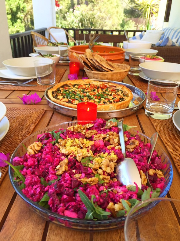 bobby's table ibiza - rode bieten salade met boekweit, citroen, honing en feta kaas