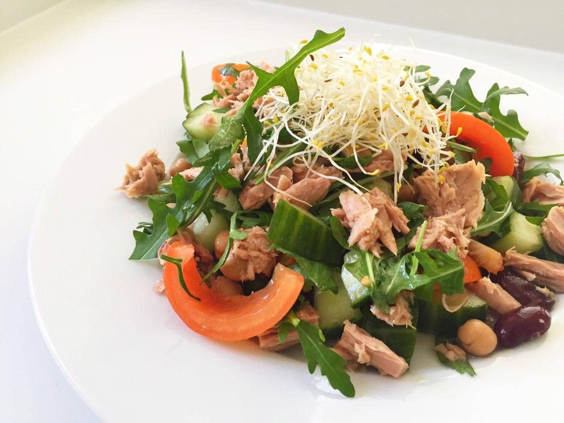 bonensalade met tonijn en alfalfa