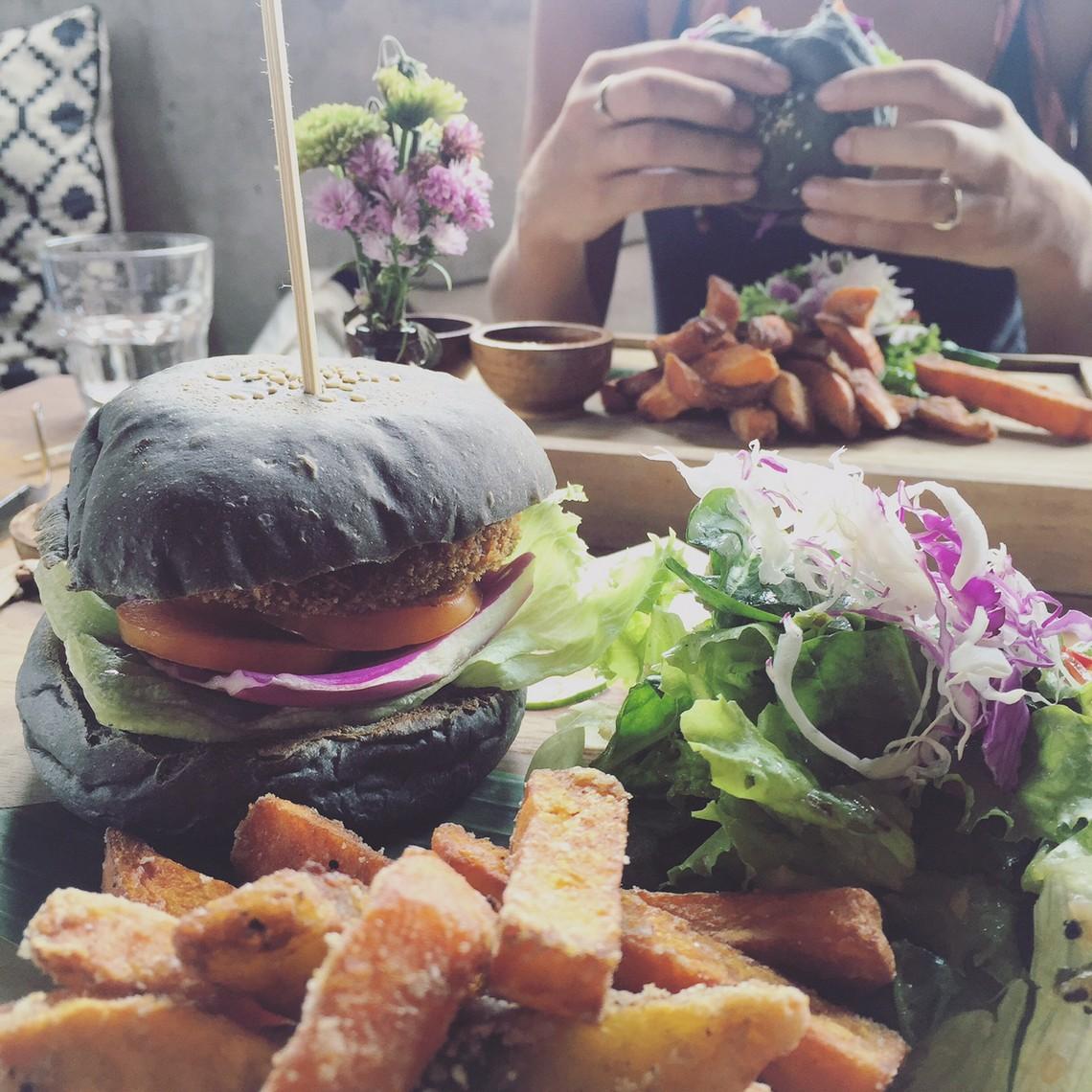 peloton vegan burger, bali canggu