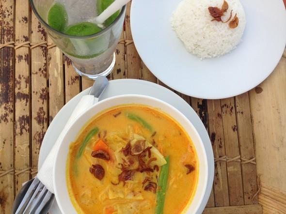 Een heerlijke vega curry op de Gili's.
