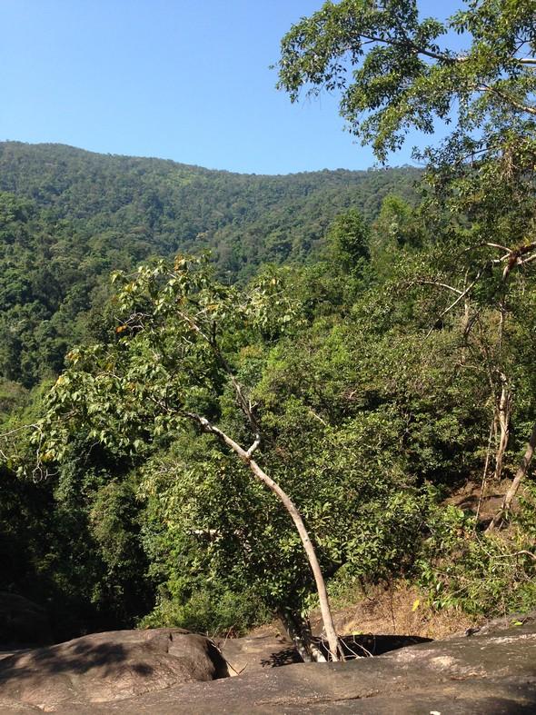 Jungle trekking in Koh Chang! Op deze foto sta ik op een 'droge' waterval van het uitzicht te genieten!