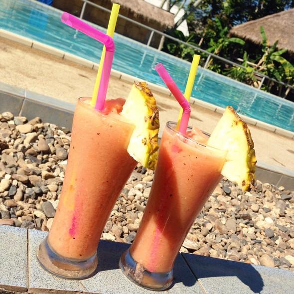 Dagelijkse kost! Fruit juices all over in Thailand. Vraag wel zonder suiker, want elke juice plempen ze vol met suiker(water).