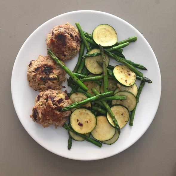 tonijnburgers met groene groenten