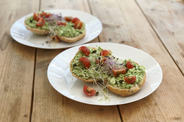 broodje feta avocado smash met kiemen