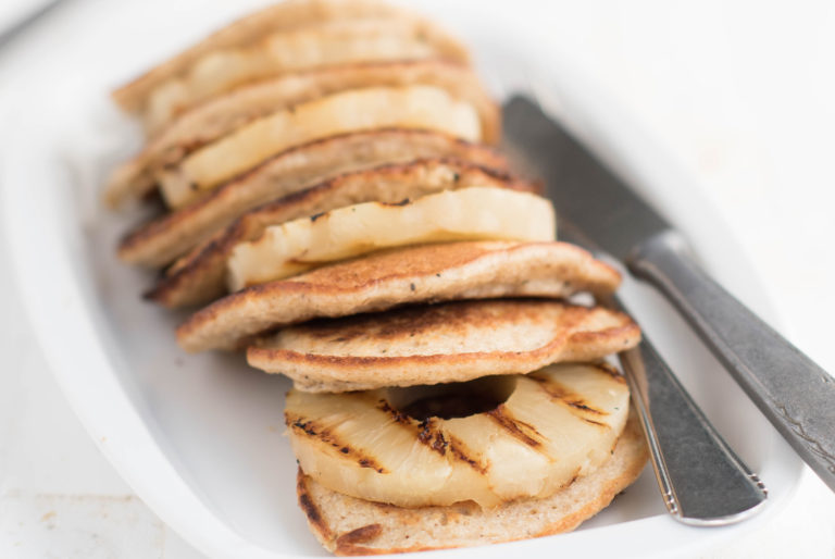 Ricotta pancakes met gegrilde ananas