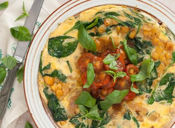 Snelle Frittata met zoete aardappel en tomatensalsa, ei