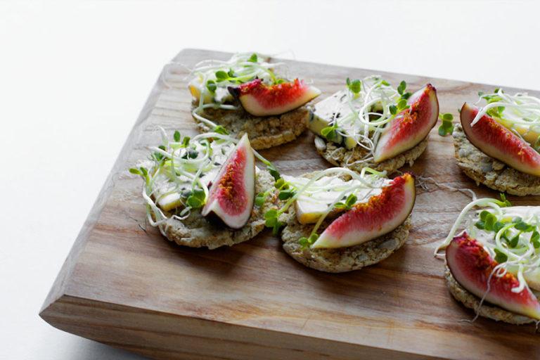 Havermout toastjes met kaas, vijgen en kiemen