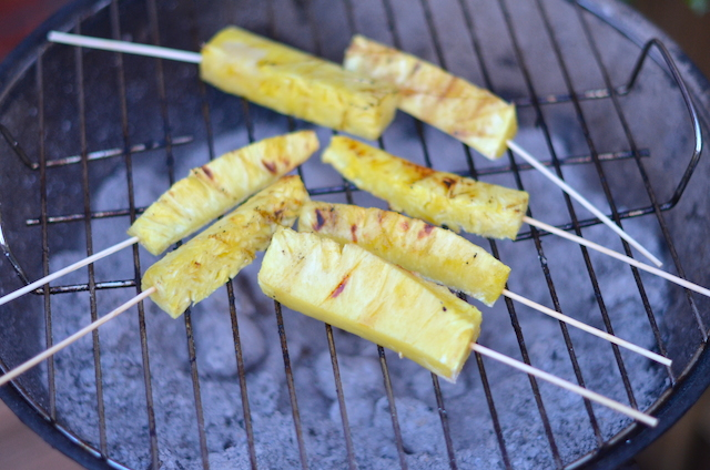 Gezonde barbecue - ananas sticks