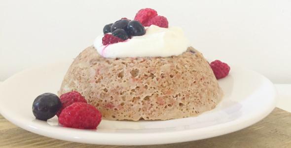 bosvruchten mug cake met Quaker havermout