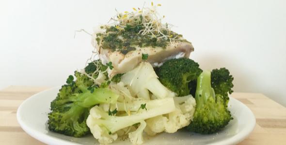 gestoomde vis en groenten