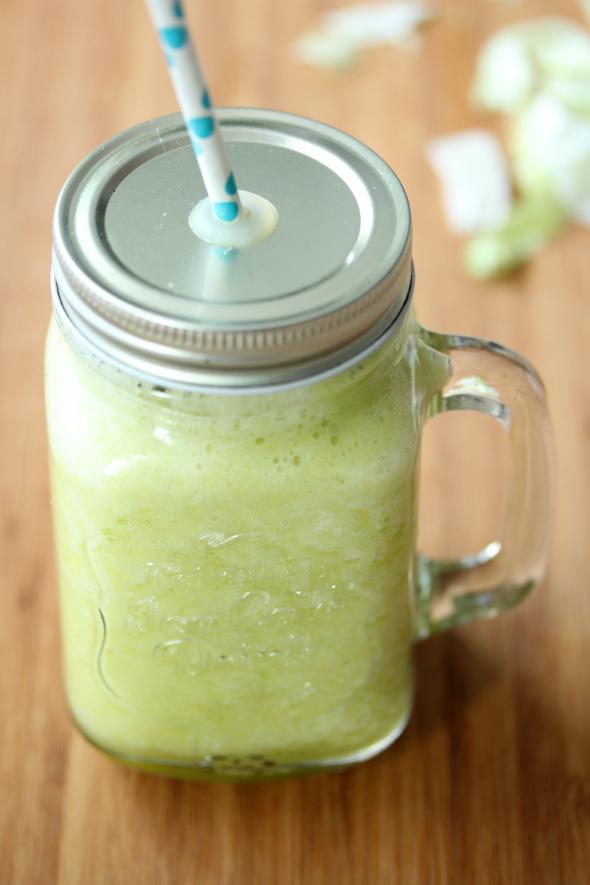 groene smoothie met ananas en ijsbergsla