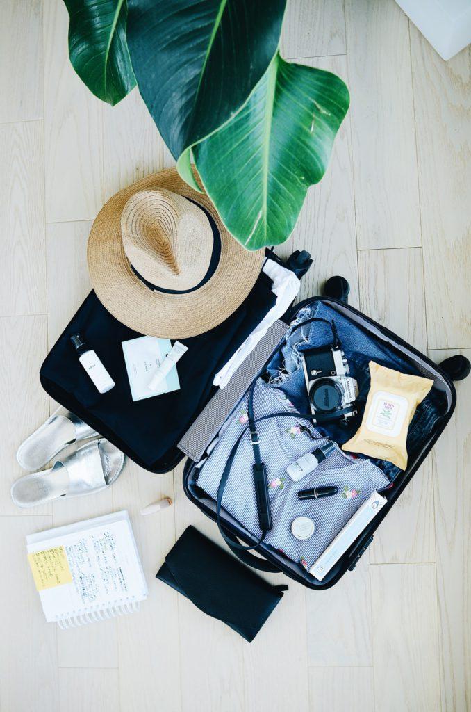 wat neem je mee op vakantie, strand, zonnebril