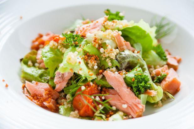 Quinoa salade met zalm van NatureCrops