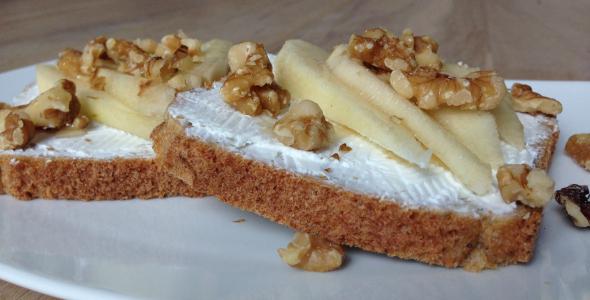 speltbrood met geitenkaas peer en honing_uitgelicht