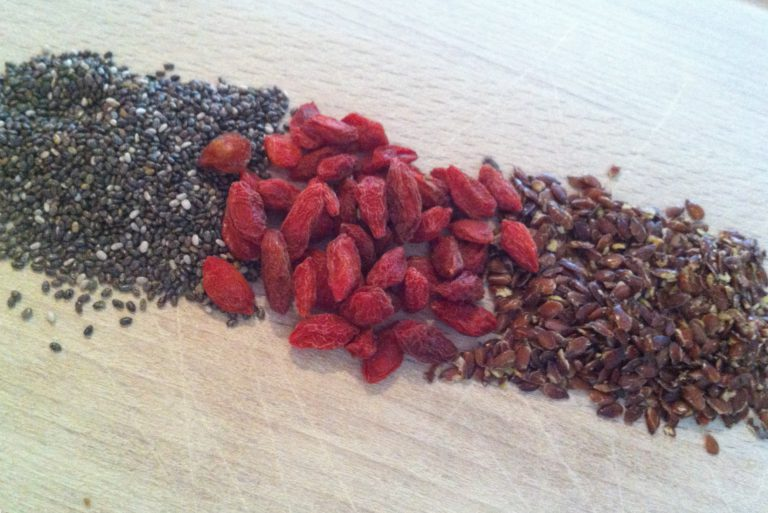 Super food smoothie goji bessen, lijnzaad, chia zaad