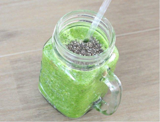 Groene smoothie met chia zaad, eetdagboek thebeautyassistant.nl